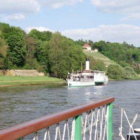 Gegenverkehr auf der Elbe